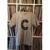 Centeret T-Shirt (Grå med sort tryk)