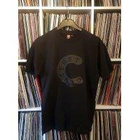 Centeret T-Shirt (Sort med mørkegrå tryk)